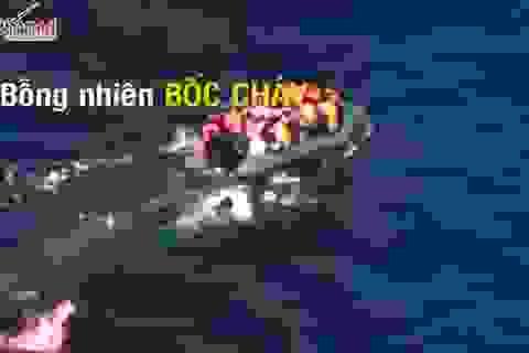 Thót tim xem cảnh cứu thuyền tị nạn cháy giữa biển