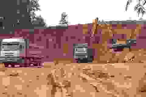 Bắc Giang: Xe quá tải lại ngang nhiên phá đường