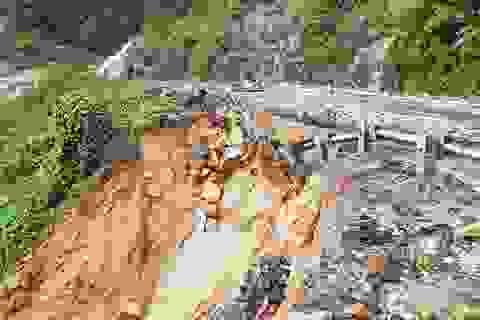 Đường Nha Trang - Đà Lạt bị sạt lở 500 m3 đất đá sau mưa lớn