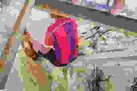 Cầu gỗ cho học sinh qua sông ở Nha Trang lại bị nước lũ cuốn trôi