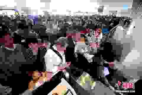 """""""Nghẹt thở"""" trước cảnh hàng trăm triệu người Trung Quốc cùng đổ xô đi du lịch"""
