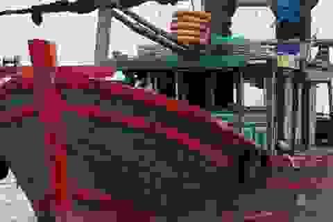 Tàu cá của ngư dân bị tấn công trên biển