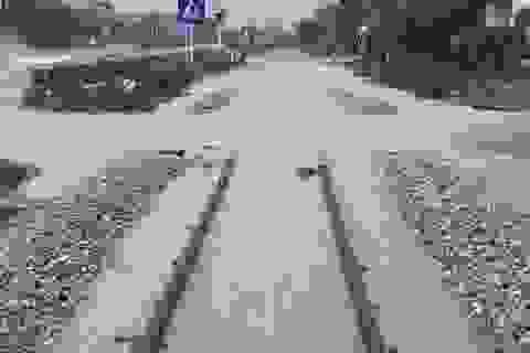 Mưa lớn bất ngờ gây ngập Quốc lộ 1A