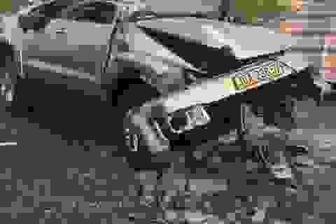 Liên tiếp 2 vụ ô tô tông dải phân cách vì không có biển báo