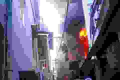 Giải cứu phụ nữ người Pháp mắc kẹt trong căn nhà 5 tầng bốc cháy
