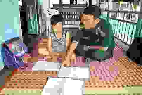 """Bộ đội biên phòng Đồng Tháp """"nâng bước"""" học sinh nghèo vùng biên"""
