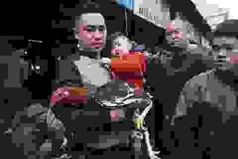 Sống chậm ở phiên chợ gà chọi Hà Nội ngày 30 Tết