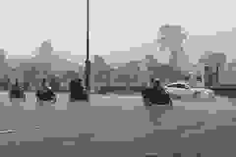 Sài Gòn hứng mưa lớn giữa cao điểm mùa khô