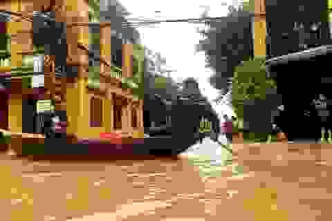 Hình ảnh nước ngập lút nhà dân ở phố cổ Hội An