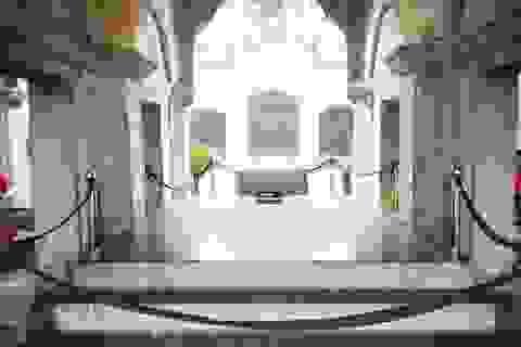 """Sập đá """"khổng lồ"""" trong ngôi thánh đường 120 năm tuổi"""