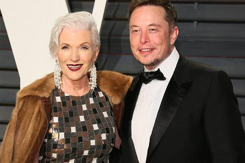 Mẹ của tỷ phú USD trình diễn thời trang ở tuổi… 69