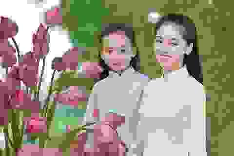 Giải nhiệt mùa hè với bộ ảnh hai chị em dạo đầm sen mát mẻ