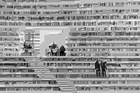 """Choáng ngợp trước kiến trúc độc đáo của thư viện """"nhãn cầu"""""""