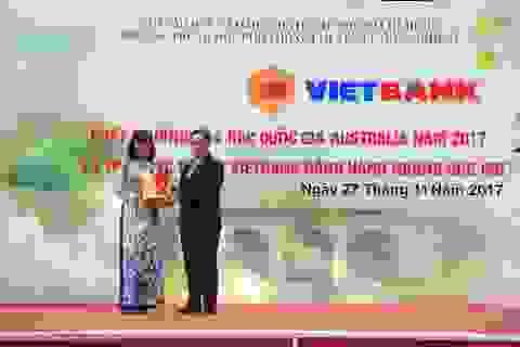 Vietbank trao tặng 30 suất học bổng cho học sinh trường THPT Chuyên Lê Hồng Phong - TP. HCM