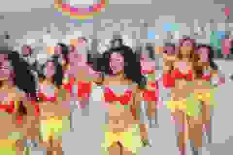 Màn đồng diễn lớn nhất thế giới với bikini