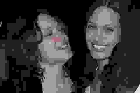 Angelina Jolie sẵn sàng đánh đổi mọi thứ để được bên mẹ