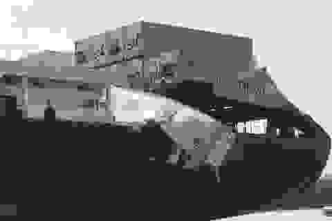 """Clip cảnh """"hôi của"""" hỗn loạn trên sông sau vụ hai tàu đâm nhau"""