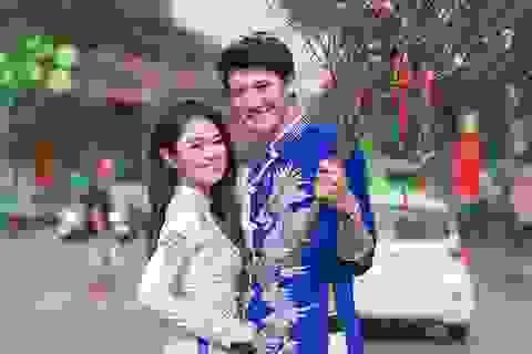 """Cặp đôi """"đũa lệch"""" Việt Nam - Na Uy rủ nhau đi dạo phố sắm Tết"""