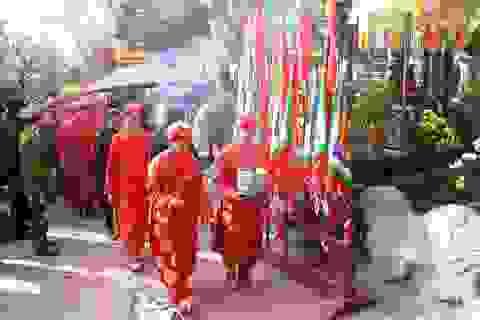 Rước kiệu Ngọc Lộ trước ngày Khai ấn đền Trần