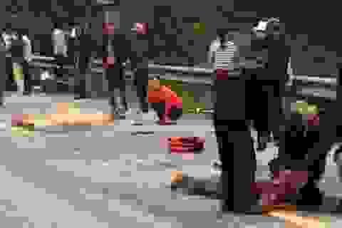 Bốn người thương vong dưới gầm xe tải