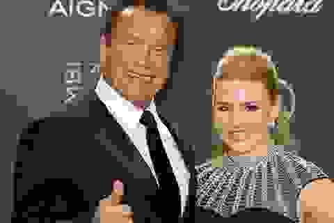 """""""Kẻ hủy diệt"""" Arnold Schwarzenegger đẹp đôi bên bạn gái kém 27 tuổi"""