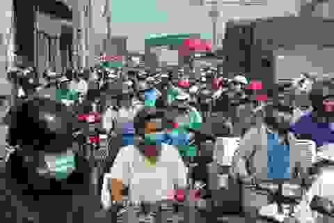 Xe khách tông 7 xe máy đang chờ đèn đỏ, nhiều người bị thương