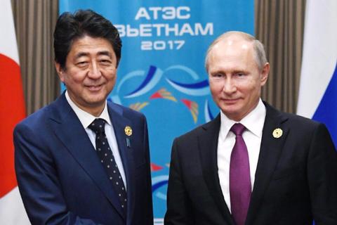 Tổng thống Putin và Thủ tướng Abe bàn về Triều Tiên bên lề APEC