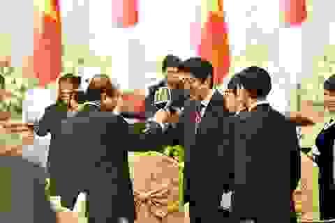 Thủ tướng Nhật được chiêu đãi cơm rang, ngọn su su xào tại Hà Nội