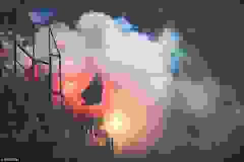 Cổ động viên đốt pháo sáng, suýt phá hỏng trận Italia-Albania