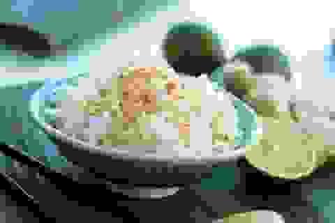 Cách để hâm nóng lại cơm mà không mang bệnh tật