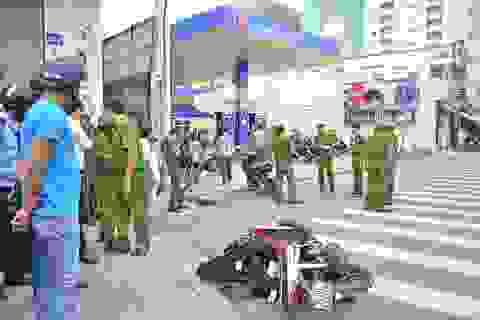 2 thanh niên rút hung khí đâm gục nhau trước cây xăng