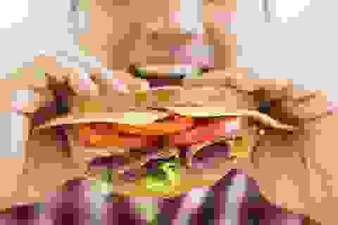 Tác hại khôn lường của việc đi ăn một mình