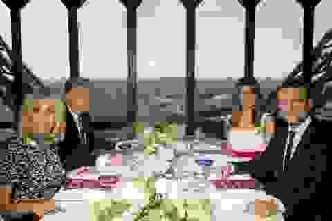 Ông Trump được chiêu đãi tiệc tối trên tháp Eiffel
