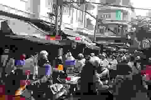 Đà Nẵng: Chợ Tết nhộn nhịp, giá tăng cao