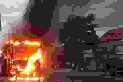 Xe khách bốc cháy, 30 hành khách hoảng loạn bỏ chạy
