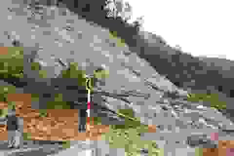 Nhiều tuyến đường Kon Tum bị sạt lở, ùn tắc nghiêm trọng