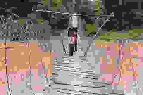 Hơn trăm cây cầu treo xuống cấp, nguy hiểm rình rập mùa lũ