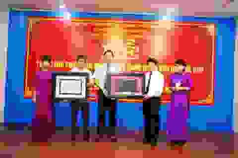 Trao nhận Phiên bản mộc bản về Danh nhân văn hóa Thế giới Đại thi hào Nguyễn Du