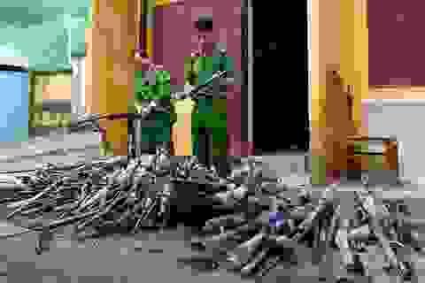 Người dân giao nộp hàng trăm khẩu súng tự chế