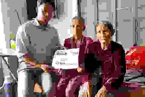 Trao gần 64 triệu đồng đến hoàn cảnh mẹ già nuôi con bệnh tật