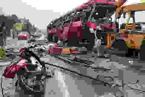 Vụ lật xe khách khiến 2 người thiệt mạng: Khởi tố, tạm giam tài xế