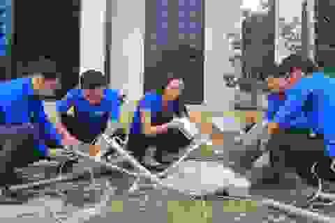 Tuổi trẻ Quảng Trị ra quân dọn dẹp vệ sinh, thắp sáng đường quê