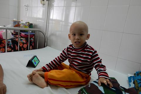 Thương cháu bé hơn 3 tuổi bị u nguyên bào thần kinh giai đoạn cuối