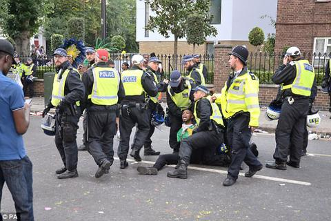 Tấn công bằng axit tại lễ hội ở Anh