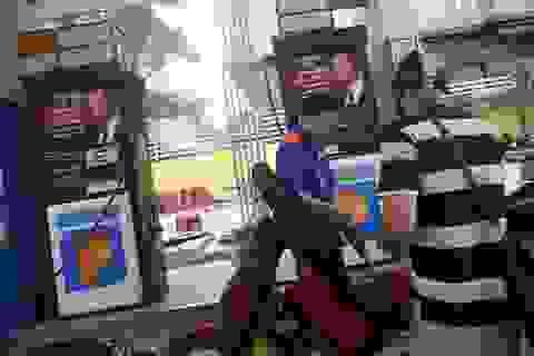 Giá xăng dầu chịu áp lực tăng mạnh vào ngày mai