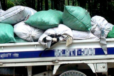 Chở chất thải từ Bình Phước lên Đồng Nai... đổ trộm
