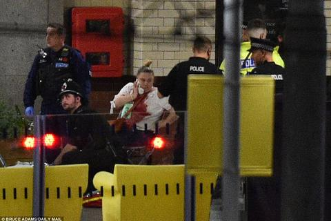 Xác định nghi phạm đánh bom liều chết tại nhà thi đấu Anh