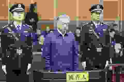 Một ngày, 8 quan tham Trung Quốc lĩnh án