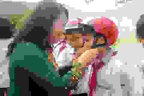 Tặng 2.000 mũ bảo hiểm cho học sinh Quảng Bình