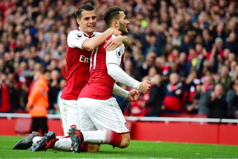 """Arsenal ngược dòng """"bắn rụng"""" Swansea tại sân nhà"""